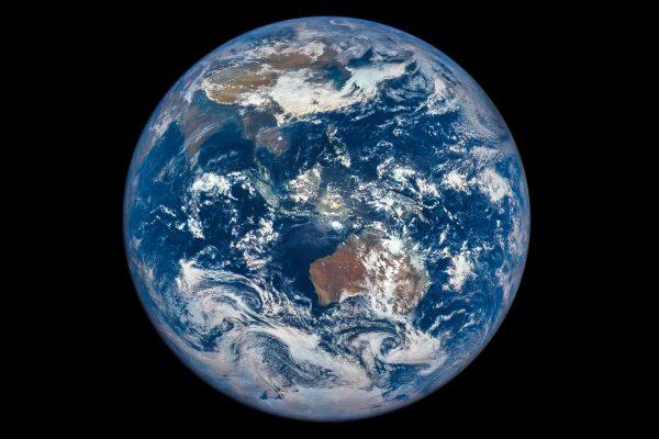 太陽と地球を作って眺めて宇宙規模で思ったこと